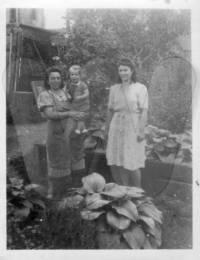 Mikulanec (geb. Pavlasek), Anastasia mit Grete und Ottensteiner (geb. Mikulanec), Stefanie